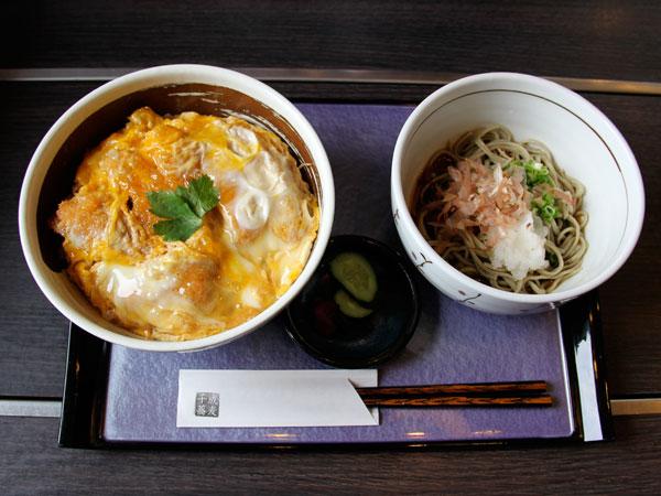 玉子とじカツ丼セット 1,030円