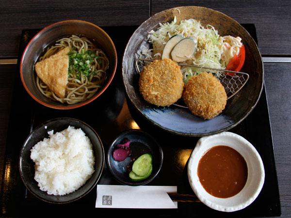 コロッケ定食 982円